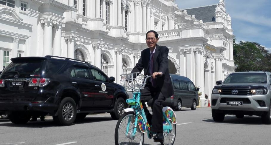 lim-mah-hui-on-bike-after-resigning
